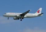 じーく。さんが、那覇空港で撮影した中国東方航空 A320-232の航空フォト(飛行機 写真・画像)