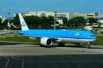 RUSSIANSKIさんが、シンガポール・チャンギ国際空港で撮影したKLMオランダ航空 777-306/ERの航空フォト(飛行機 写真・画像)