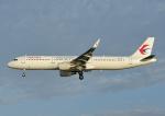 じーく。さんが、那覇空港で撮影した中国東方航空 A321-211の航空フォト(飛行機 写真・画像)