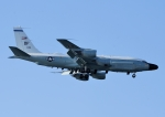 じーく。さんが、嘉手納飛行場で撮影したアメリカ空軍 RC-135W (717-158)の航空フォト(写真)