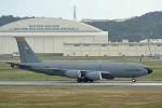 うめやしきさんが、嘉手納飛行場で撮影したアメリカ空軍 KC-135R Stratotanker (717-148)の航空フォト(写真)