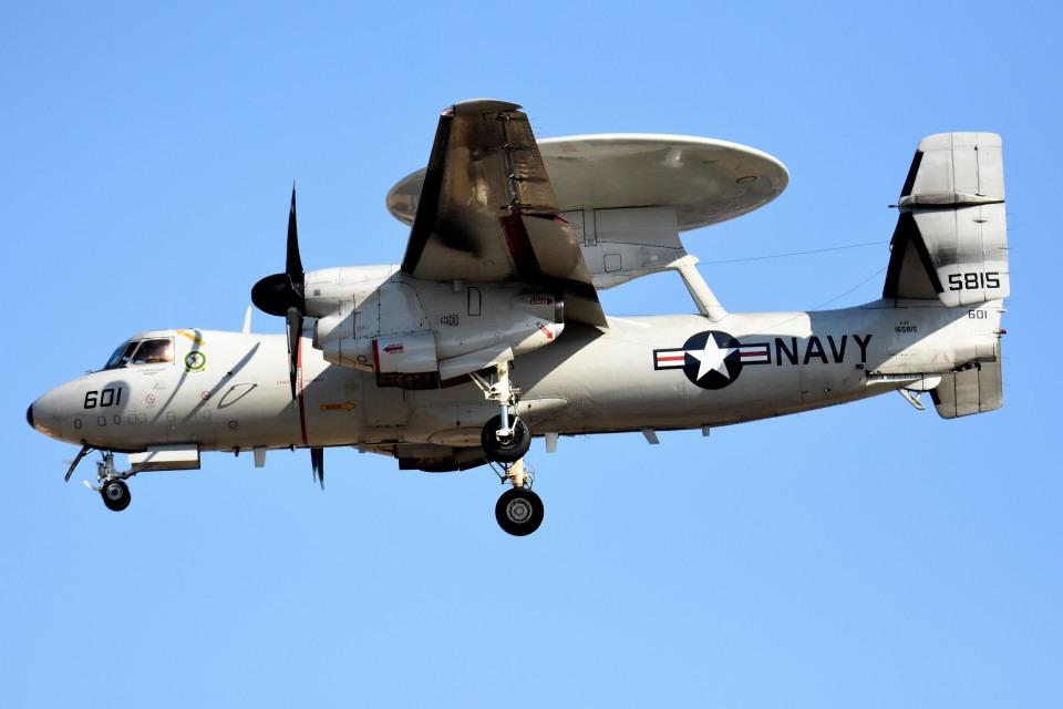 tsubasa0624さんのアメリカ海軍 Grumman E-2 Hawkeye (165815) 航空フォト