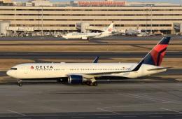スポット110さんが、羽田空港で撮影したデルタ航空 767-332/ERの航空フォト(写真)
