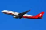 RUSSIANSKIさんが、シンガポール・チャンギ国際空港で撮影した上海航空 A330-243の航空フォト(飛行機 写真・画像)