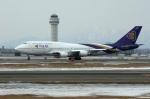 北の熊さんが、新千歳空港で撮影したタイ国際航空 747-4D7の航空フォト(写真)