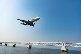 m-takagiさんが、関西国際空港で撮影したフェデックス・エクスプレス MD-11Fの航空フォト(飛行機 写真・画像)