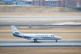 小鉢さんが、伊丹空港で撮影した朝日新聞社 560 Citation Encoreの航空フォト(飛行機 写真・画像)