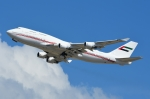 RUSSIANSKIさんが、シンガポール・チャンギ国際空港で撮影したドバイ・ロイヤル・エア・ウィング 747-422の航空フォト(飛行機 写真・画像)