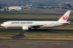 いおりさんが、羽田空港で撮影した日本航空 777-246の航空フォト(写真)