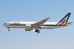 hiko_chunenさんが、成田国際空港で撮影したアリタリア航空 777-243/ERの航空フォト(飛行機 写真・画像)