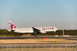 ken_kenさんが、成田国際空港で撮影したカタール航空 777-2DZ/LRの航空フォト(飛行機 写真・画像)