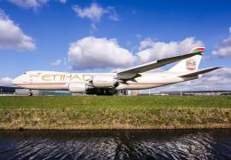 B.K JEONGさんが、アムステルダム・スキポール国際空港で撮影したエティハド航空 747-87UF/SCDの航空フォト(写真)