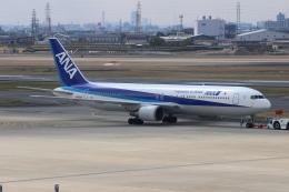 uhfxさんが、伊丹空港で撮影した全日空 767-381の航空フォト(飛行機 写真・画像)