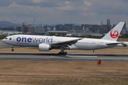 Korean Air KEさんが、伊丹空港で撮影した日本航空 777-246の航空フォト(飛行機 写真・画像)
