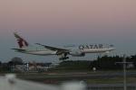 OS52さんが、成田国際空港で撮影したカタール航空 777-2DZ/LRの航空フォト(写真)
