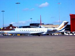 まいけるさんが、ロンドン・ルートン空港で撮影したエアXチャーター CL-600-2B19 Challenger 850の航空フォト(飛行機 写真・画像)