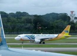 ぺペロンチさんが、シンガポール・チャンギ国際空港で撮影したセブパシフィック航空 A320-214の航空フォト(飛行機 写真・画像)