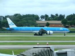 ぺペロンチさんが、シンガポール・チャンギ国際空港で撮影したKLMオランダ航空 777-306/ERの航空フォト(飛行機 写真・画像)