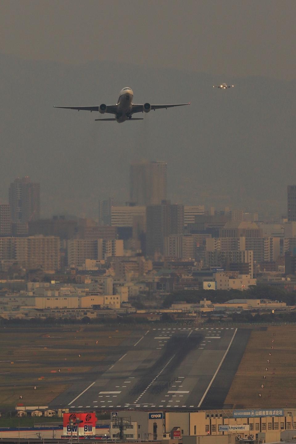 RUNDY!さんの全日空 Boeing 777-200 (JA8199) 航空フォト