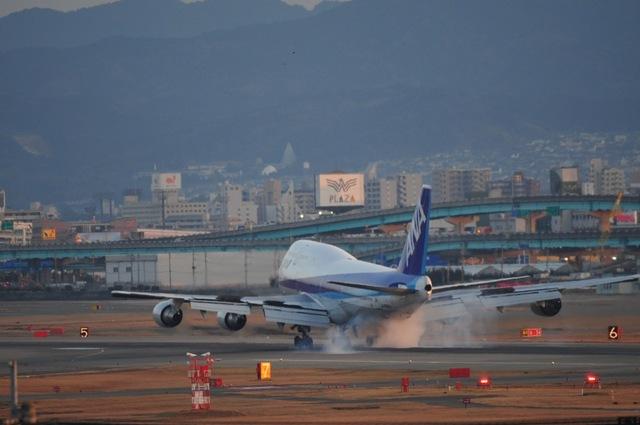 nknD200さんが、福岡空港で撮影した全日空 747-481(D)の航空フォト(飛行機 写真・画像)
