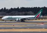 じーく。さんが、成田国際空港で撮影したアリタリア航空 777-243/ERの航空フォト(飛行機 写真・画像)