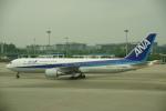 JA8037さんが、広州白雲国際空港で撮影した全日空 767-381/ERの航空フォト(写真)