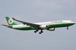 tsubasa0624さんが、成田国際空港で撮影したエバー航空 A330-302の航空フォト(飛行機 写真・画像)