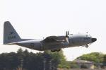 とらとらさんが、厚木飛行場で撮影したアメリカ海軍 C-130 Herculesの航空フォト(飛行機 写真・画像)