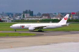 はるさんが、福岡空港で撮影した日本航空 777-246の航空フォト(飛行機 写真・画像)