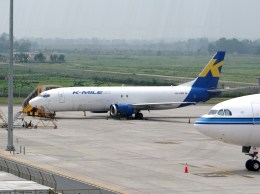 ぺペロンチさんが、ノイバイ国際空港で撮影したKマイル エア 737-46Q(SF)の航空フォト(飛行機 写真・画像)
