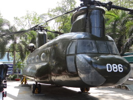 ぺペロンチさんが、タンソンニャット国際空港で撮影したアメリカ陸軍 CH-47 Chinookの航空フォト(飛行機 写真・画像)