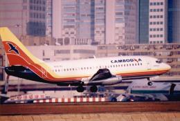 JA8037さんが、啓徳空港で撮影したカンボジア・インターナショナル・エアラインズ 737-2E1の航空フォト(飛行機 写真・画像)
