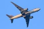 アオアシシギさんが、成田国際空港で撮影したカタール航空 777-2DZ/LRの航空フォト(写真)
