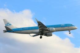 安芸あすかさんが、ロンドン・ヒースロー空港で撮影したKLMシティホッパー ERJ-190-100(ERJ-190STD)の航空フォト(飛行機 写真・画像)