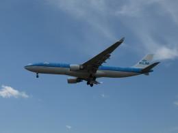 aquaさんが、カルガリー国際空港で撮影したKLMオランダ航空 A330-303の航空フォト(写真)