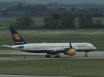 aquaさんが、エドモントン国際空港で撮影したアイスランド航空 757-208の航空フォト(飛行機 写真・画像)