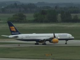 aquaさんが、エドモントン国際空港で撮影したアイスランド航空 757-208の航空フォト(写真)