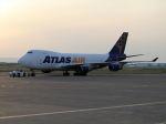 北の熊さんが、新千歳空港で撮影したアトラス航空 747-47UF/SCDの航空フォト(飛行機 写真・画像)