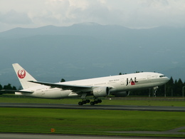 ktaroさんが、鹿児島空港で撮影した日本航空 777-246の航空フォト(飛行機 写真・画像)