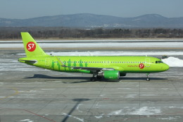 resocha747さんが、ウラジオストク空港で撮影したS7航空 A320-214の航空フォト(飛行機 写真・画像)
