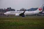 サボリーマンさんが、松山空港で撮影した日本航空 737-846の航空フォト(写真)