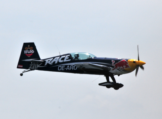 RED BULL Extra EA-300 OE-ARO ...
