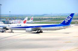 まいけるさんが、上海浦東国際空港で撮影した全日空 767-381/ERの航空フォト(飛行機 写真・画像)