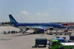 jetjunさんが、エセンボーア国際空港で撮影したアゼルバイジャン航空 A320-214の航空フォト(飛行機 写真・画像)