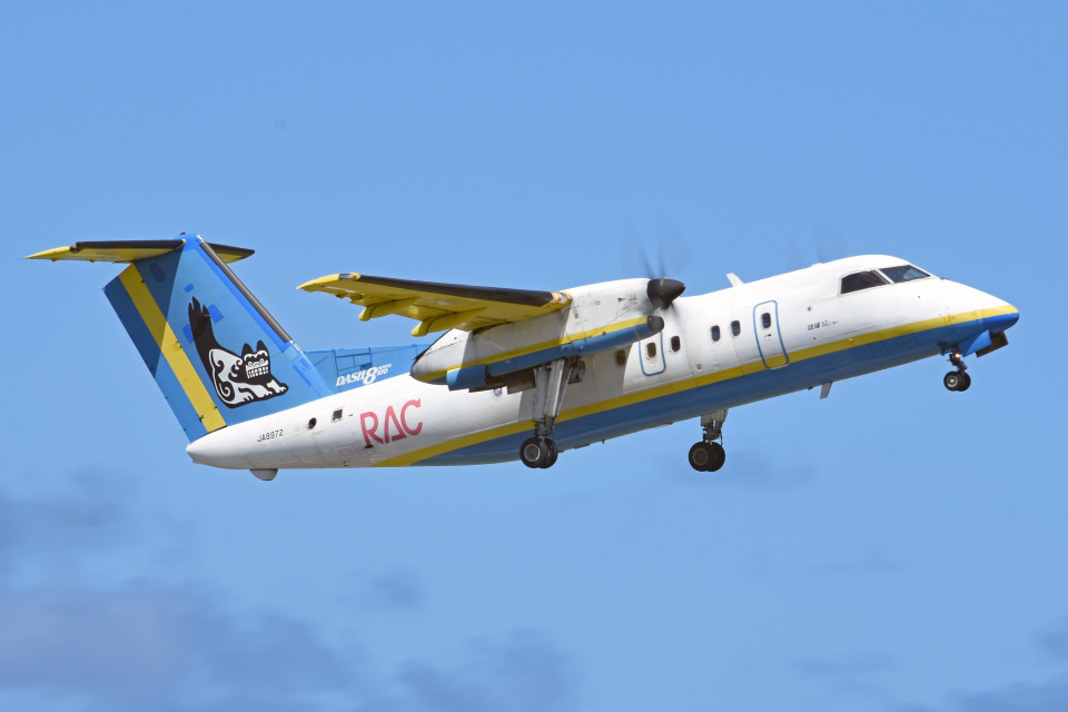 tsubasa0624さんの琉球エアーコミューター Bombardier DHC-8-100 (JA8972) 航空フォト