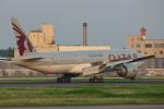おぺちゃんさんが、成田国際空港で撮影したカタール航空 777-2DZ/LRの航空フォト(写真)