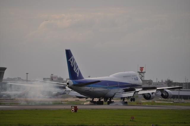 あっしーさんが、福岡空港で撮影した全日空 747-481(D)の航空フォト(飛行機 写真・画像)