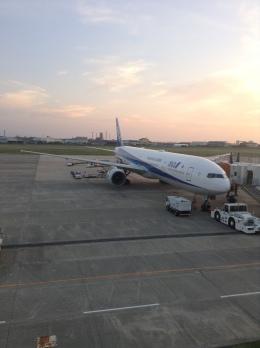 ふるぴーさんが、松山空港で撮影した全日空 777-381の航空フォト(飛行機 写真・画像)