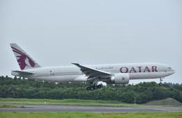 こむぎさんが、成田国際空港で撮影したカタール航空 777-2DZ/LRの航空フォト(飛行機 写真・画像)