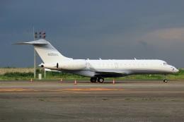 スポット110さんが、羽田空港で撮影したクレイ・レイシー・アヴィエーション BD-700-1A10 Global Expressの航空フォト(飛行機 写真・画像)